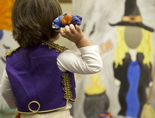 Aladdin throws a beanbag